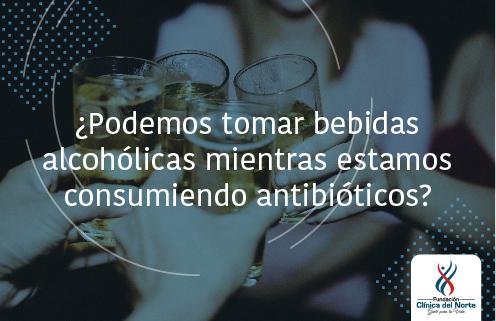 Personas brindando con bebidas alcohólicas - Fundación Clínica del Norte